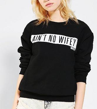 Urban Outfitters Sweatshirt, No Wifey Sweatshirt, Funny Sayings Shirt, Fall Fashion, Wifey Top, Urban Outfitters Aint No WIfey Pullover, Dime Piece Sweatshirt