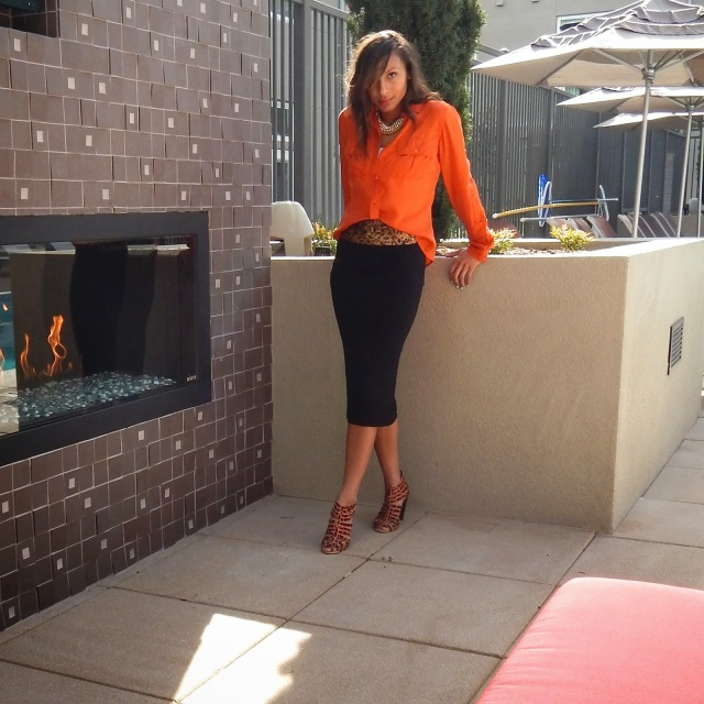 how to wear orange and leopard, wearing orange in the fall, wearing orange and leopard, how to wear midi skirt